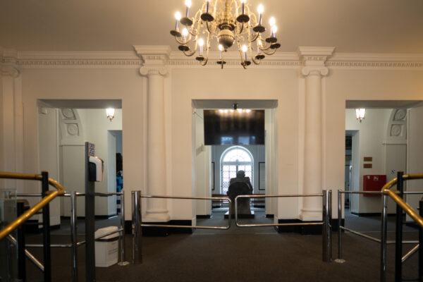 Bramka dostępowa wholu Akademii, widok odstrony drzwi