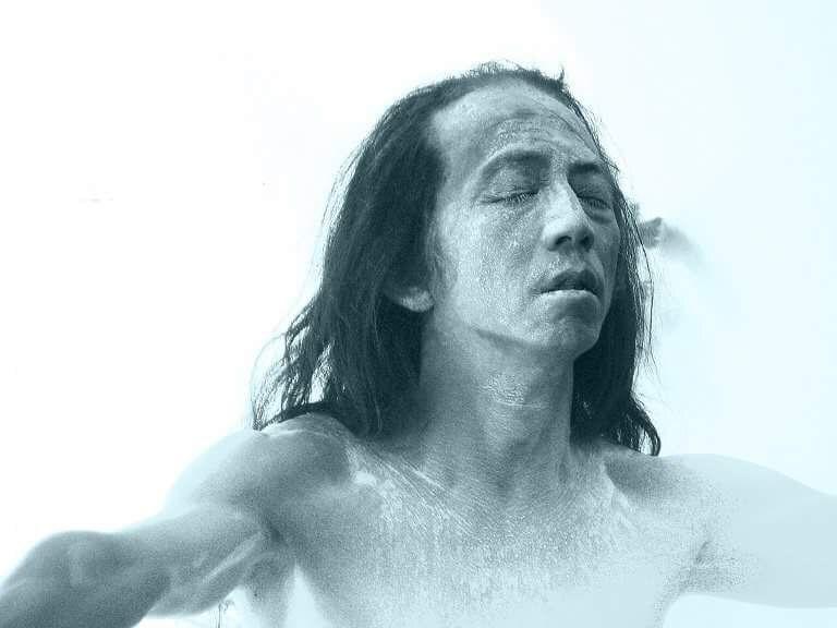 Objęcie. Atsushi Takenouchi wAkademii Teatralnej